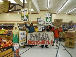 Love-In-Action Taos took our March Against Monsanto inside the grocery stores and into some very interesting conversations. Photo by Dariel Garner