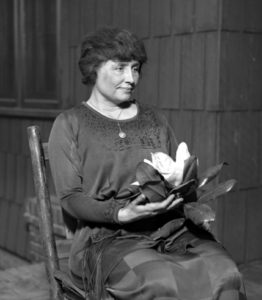Helen Keller with Magnolia By Los Angeles Times - Los Angeles Times photographic archive, UCLA Library, Public Domain